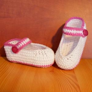 Újszülött fehér horgolt baba cipő magenta szegéllyel 0-6 hónapos korig, Táska, Divat & Szépség, Ruha, divat, Gyerekruha, Baba (0-1év), Cipő, papucs, Horgolás, Újszülött  fehér horgolt cipő magenta szegéllyel 0-6 hónapos korig.\n30 fokos vízben kézzel mosható, ..., Meska