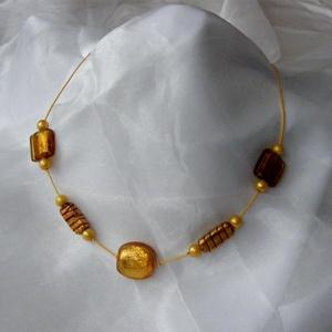 Arany - sárga nyaklánc, Ékszer, Nyaklánc, Gyöngyös nyaklác, Az arany és sárga színű és különböző formájú üveggyöngyökből összeállított, fiatalos könnyű egyedi n..., Meska