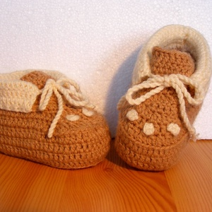 Újszülött baba cipő horgolt, Táska, Divat & Szépség, Cipő, papucs, Ruha, divat, Gyerekruha, Baba (0-1év), Gyerek & játék, Baba-mama kellék, Horgolás, Újszülött meleg, barna - beige színű horgolt baba cipő 0-6 hónapos korig.\nA cipő 30 fokos vízben kéz..., Meska