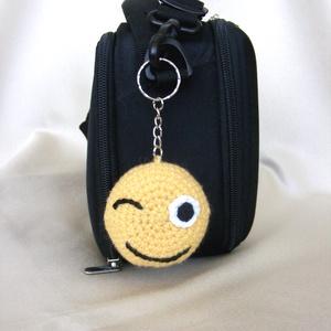 Smile kulcstartó / táskadísz , Táska, Divat & Szépség, Kulcstartó, táskadísz, Táska, Gyerek & játék, Horgolás, A sárga smile kulcstartó két oldalas, az egyik oldalára mosolygó smile készült, míg a másik oldalra ..., Meska