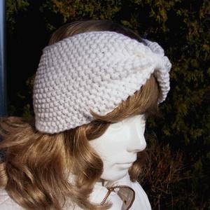Fehér tavaszi divatos fülvédő, hajpánt, fejpánt, fülmelegítő, Ruha & Divat, Sál, Sapka, Kendő, Fejpánt, Kötés, A fehér fülmelegítő, kézzel kötött, divatos tavaszi fejpánt, hajpánt, fülvédő.\nElengedhetetlen kiegé..., Meska