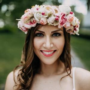 Esküvői hajdísz/kontytű GINAPPI_VK1, Kontydísz & Hajdísz, Hajdísz, Esküvő, Mindenmás, A selyemvirág koszorúimhoz igyekszem a legszebb, legélethűbb virágokat választani mindnekinek olyan ..., Meska