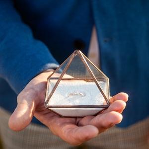 """Ólomüveg gyűrűtartó  - Ginappi_OUGYT_2, Gyűrűtartó & Gyűrűpárna, Kiegészítők, Esküvő, Mindenmás, Üvegművészet, \""""Az álmok térképek. Sehova sem jutunk nélkülük.\"""" - Ez az ólomüveg technikával készült gyűrűtartó éve..., Meska"""