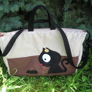 Egyedi cicás táska, Táska & Tok, Laptop & Tablettartó, Varrás, Női táska cuki cicával\nMagassága 34 cm, szélessége 42 cm, plusz a bősége körbe 6 cm\nAnyaga 100 % pam..., Meska
