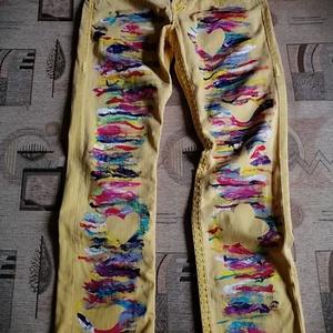 Egyedi hippi, raszta, rasztafari farmernadrág S/M, Művészet, Textil, Egyéb, Mindenmás, Készen vásárolt farmernadrágot festettem be, ezáltal egyedi fesztiválnadrág lett belőle\nHossz 102 cm..., Meska