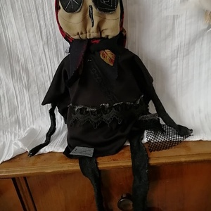 Boszorkány baba - Öregasszony rongybaba (18+), Otthon & Lakás, Dekoráció, Baba-és bábkészítés, Varrás, Egyedi, csúf, bagolyarcú banya\nLakásdekorációnak, vagy vicces ajándéknak ajánlom\nFej+törzs hossza 36..., Meska