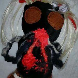 Zombi rongybaba - Egyedi textilbaba, Otthon & Lakás, Dekoráció, Baba-és bábkészítés, Varrás, Lakásdekorációnak, horror kedvelőinek ajánlom ezt a zombi kislányt\nHossza (lábak nélkül) 30 cm\nUtalá..., Meska