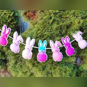 Húsvéti textil nyuszi girland dekoráció, Otthon & Lakás, Dekoráció, Falra akasztható dekor, Fotó, grafika, rajz, illusztráció, Varrás, Hogy a húsvét igazán színes és vidám legyen, válaszd a mosolyós, dundi nyuszikat. :)\nA girlandon 7db..., Meska