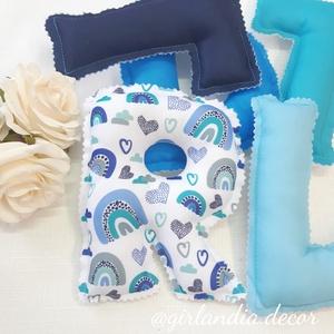 Dundi betűs girland szivárvány mintával kék árnyalatok, Otthon & Lakás, Dekoráció, Betű & Név, Fotó, grafika, rajz, illusztráció, Varrás, Kérd babád nevét dundi, puha töltelékkel töltött betűkből, hogy igazán egyedi legyen a babaszoba/gye..., Meska