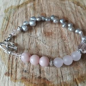 Ezüstős csillogás - gyöngy, opál karkötő, Ékszer, Karkötő, Ékszerkészítés, Csodás, bájos, nőies karkötő finom színekben. 8 mm pink opál, 8 mm matt rózsakvarc-ból és 5 mm ezüst..., Meska