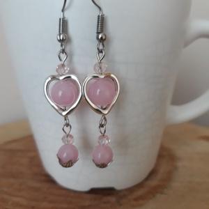 Rózsaszív - jáde fülbevaló, Ékszer, Fülbevaló, Ékszerkészítés, Kedves, bájos, nőies fülbevaló , 8 mm rózsaszín színezett jádéból szív keretben. 4 mm csiszolt üvegg..., Meska