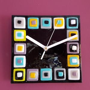 Színes négyzetek / falióra, Otthon & Lakás, Dekoráció, Falióra & óra, Üvegművészet, Színes üvegek összeolvasztásával készült 20 x 20 cm-s, csendes óraszerkezettel szerelt falióra...., Meska