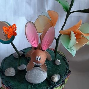 Húsvéti dekorációs kosár, Otthon & Lakás, Dekoráció, Asztaldísz, Papírművészet, Újrahasznosított alapanyagból készült termékek, Saját elgondolás alapján dísztárgy húsvéti asztal dísz ,harisnya virág, nyuszival, kifújt, kifúrt to..., Meska