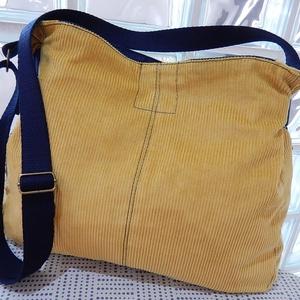 Mustársárga női táska, Táska, Válltáska, oldaltáska, Varrás, Jól pakolható méretű kordbársony táska, sötétkék farmer hatású béléssel. E két anyag kombinálásából..., Meska