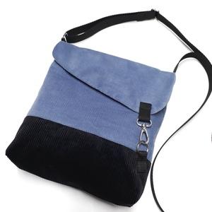Kisméretű oldaltáska, Táska & Tok, Vállon átvethető táska, Kézitáska & válltáska, 25x23 méretű táska. Talp rész 5cm.  Külső anyaga kordbársony. Bélése szürke-fehér/ rózsaszín virágos..., Meska