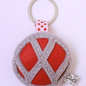 Autó márka kulcstartó, Táska & Tok, Kulcstartó & Táskadísz, Kulcstartó, , Gyapjúfilc anyagból készült általában 7-9 cm nagyságú kulcstartó, kézzel varrva, hímzéssel  díszítve..., Meska