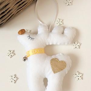 Rénszarvas karácsonyfa dísz, Dekoráció, Otthon & lakás, Ünnepi dekoráció, Karácsony, Karácsonyfadísz, Hímzés, Varrás, Filc anyagból készült, textilbőr szívvel,       csengettyűvel díszített 15 cm-es rénszarvas .Az orrá..., Meska