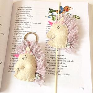 Csajos unikornis szett (kulcstartó, könyvjelző), Könyvjelző, Papír írószer, Otthon & Lakás, Hímzés, Varrás, A szett tartalma:-gumis könyvjelző,-kulcstartó.\nA termék gyapjú filcből készített,kézzel varrt.Kérhe..., Meska