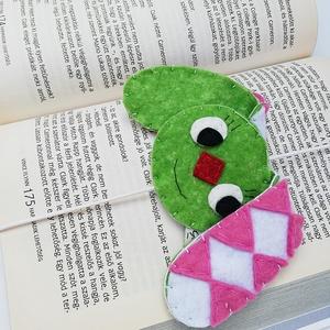 Kockásfülű nyuszi gumis könyvjelző, Könyvjelző, Papír írószer, Otthon & Lakás, Varrás, A gumis könyvjelző azért is praktikus mert nem csúszik ki a lapok közül :). A minta a könyv elejét d..., Meska