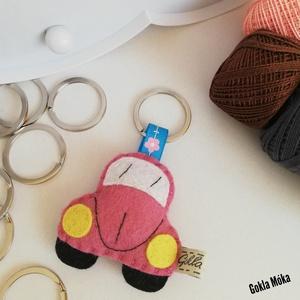 Kis autó kulcstartó, Táska & Tok, Kulcstartó & Táskadísz, Kulcstartó, , Gyapjúfilc anyagból készült általában 5-7 cm nagyságú kulcstartó, kézzel varrva, hímzéssel  díszítve..., Meska