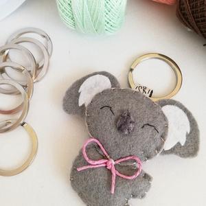 Koala  kulcstartó, Egyéb, Táska, Divat & Szépség, Kulcstartó, táskadísz, Hímzés, Varrás, Gyapjúfilc anyagból készült általában 6-7 cm nagyságú kulcstartó, kézzel varrva, hímzéssel  díszítve..., Meska