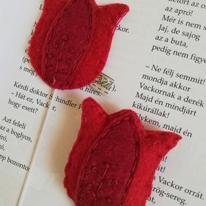 Tulipán kulcstartó-könyvjelző szett Anyák napjára (is), Könyvjelző, Papír írószer, Otthon & Lakás, Hímzés, Varrás, A szett tartalma:-gumis könyvjelző,-kulcstartó.\nA termék gyapjú filcből készített,kézzel varrt.Kérhe..., Meska