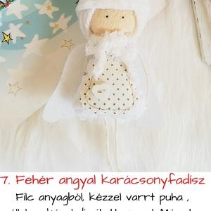 Fehér sapkás angyal karácsonyfadísz, Otthon & Lakás, Dekoráció, Varrás, Filc anyagból, kézzel varrt puha , sállal,sapkával díszített angyal. Mérete: 11cm + lábak (5 cm)\nára..., Meska