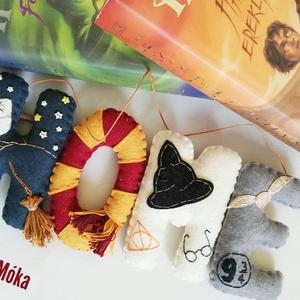 HOME ajtódísz Harry Potter rajongóknak, Táska & Tok, Pénztárca & Más tok, Telefontok, Varrás, Gyapjúfilcből készült kézzel varrt Harry Potter motívumokkal díszített ajtódísz. A betűk magassága 1..., Meska