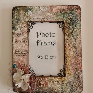 Képkeret, Képkeret, Dekoráció, Otthon & Lakás, Festett tárgyak, Mixed media technikával díszített képkeret. \nMérete: 19 x 15 cm, súlya: 120 g. \nNatúr fa képkereten ..., Meska