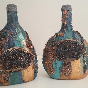 Két jóbarát - páros díszüveg, Díszüveg, Dekoráció, Otthon & Lakás, Festett tárgyak, Mixed media technikával díszített üvegek. Méretek: 21 x 15 x 7,5 cm és 21 x 12,5 x 5 cm. Ajándék leh..., Meska