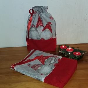 Mikulás zsák 2 db, Karácsony & Mikulás, Varrás, Bélelt, manó mintás pamutvászonból készült mikulás zsákok. A bélése hópihe mintás pamutvászon.\nSzéle..., Meska