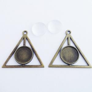 Medál alap + üveglencse - Háromszög - Bronz színű - 2 db, Gyöngy, ékszerkellék, Üveglencse, Medál alap + üveglencse - háromszög alakú - antik bronz színű - 2 db  Oldalhossza: 41 mm, befoglaló ..., Meska