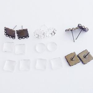 Fülbevaló alap + üveglencse - Négyzetes és kör - Ezüst és bronz színű - 4 pár, Gyöngy, ékszerkellék, Üveglencse, Ékszerkészítés, Csipkés fülbevaló alap + üveglencse - 3 pár négyzetes, bronz színű és 1 pár kör, ezüst színű.\n\nMéret..., Meska
