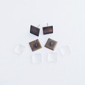 Fülbevaló alap + üveglencse - Négyzetes - Bronz színű - 2 pár, Gyöngy, ékszerkellék, Üveglencse, Ékszerkészítés, Fülbevaló alap + üveglencse - négyzetes - antik bronz színű - 2 pár\n\nMérete: 10x14 mm, a beleillő üv..., Meska