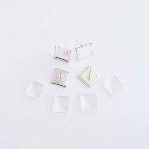 Fülbevaló alap + üveglencse - Négyzetes - Ezüst színű - 2 pár, Gyöngy, ékszerkellék, Üveglencse, Fülbevaló alap + üveglencse - négyzetes - ezüst színű - 2 pár  Mérete: 10x14 mm, a beleillő üveg len..., Meska