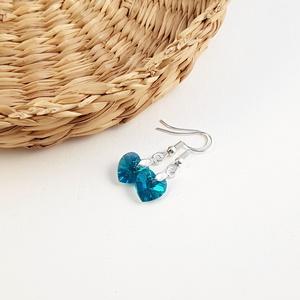 Swarovski kristály szív fülbevaló - Blue zircon ab, Lógós fülbevaló, Fülbevaló, Ékszer, Ékszerkészítés, Blue zircon ab Swarovski szíveket használtam ehhez a fülbevalóhoz.\nA szívek mérete 10x10 mm, a fülbe..., Meska