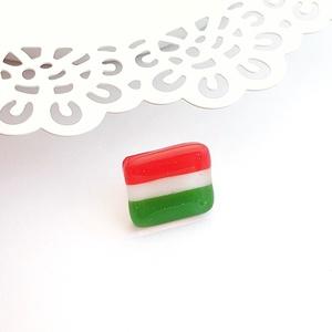 Üveg kokárda - magyar zászló, Ékszer, Kitűző és Bross, Kitűző, Üvegművészet, Ékszerkészítés, Ha idén szeretnél valami különlegeset viselni március 15-én, akkor Neked készültek ezek a kis üveg m..., Meska