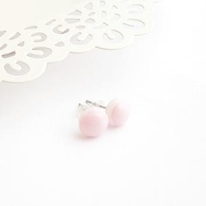Rózsaszín üveg pötty fülbevaló, Ékszer, Fülbevaló, Pötty fülbevaló, Ékszerkészítés, Üvegművészet, Olvasztásos technikával készült rózsaszín üveg pötty fülbevaló.\nAz üveg pötty átmérője ~8 mm.\nA fülb..., Meska