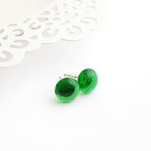 Áttetsző zöld üveg pötty fülbevaló, Ékszer, Fülbevaló, Pötty fülbevaló, Ékszerkészítés, Üvegművészet, Olvasztásos technikával készült áttetsző zöld üveg pötty fülbevaló.\nAz üveg pötty átmérője ~9 mm.\nA ..., Meska