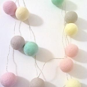 Fényfüzér pasztell színekben, Lakberendezés, Otthon & lakás, Lámpa, Gyerek & játék, Gyerekszoba, Mindenmás, Vigyünk egy kis színt a hétköznapokba! :)\n\nEgyedi, kézzel készített gömb fényfüzér!\n12 egyedi gömb s..., Meska