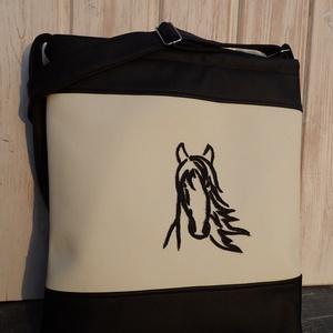 Fekete-fehér lovas táska, Táska, Divat & Szépség, Táska, Válltáska, oldaltáska, Varrás, Fekete és fehér textilbőrből készült nagy méretű táska.Húzózáras.a hátoldalán nagy méretű húzózáras ..., Meska