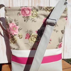 Galambszürke rózsával, Táska, Táska, Divat & Szépség, Válltáska, oldaltáska, Varrás, Bútorvászonból és textilbőrből készült táska.Húzózáras.Pántja textilbőr.3 belső zsebe van.31*32cm...., Meska