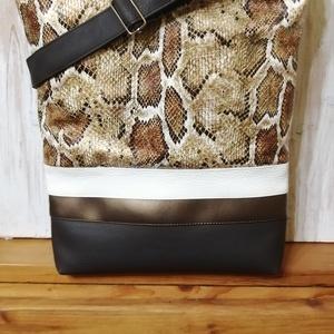 Kígyó mintás textilbőr táska, Táska & Tok, Kézitáska & válltáska, Vállon átvethető táska, Varrás, Textilbőrből készült válltáska. Húzózáras. Pántja állítható. Bélése pamutvászon 2 belső zsebe van. 3..., Meska