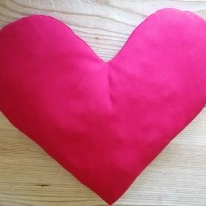 Szíves párna, Otthon & Lakás, Lakberendezés, Varrás, Vékony piros szövetből készítettem ezt a pihe könnyű párnát.39*42cm., Meska