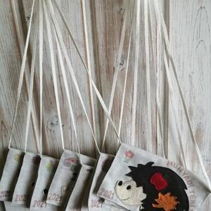 Sünis tarisznya, Táska & Tok, Kézitáska & válltáska, Tarisznya, Varrás, Lenvászonból készült tarisznya,sünis gyapjúfilc dekorral., Meska