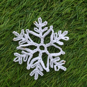 Horgolt hópihe karácsonyfadísz , Karácsony & Mikulás, Karácsonyfadísz, Horgolás, Horgolt hópihe karácsonyfadísz választható színben, egyedileg készült, kézműves termék. Magasság: 8 ..., Meska