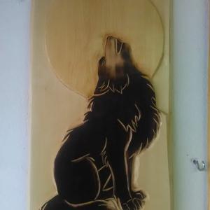 Farkasok  faragás , Otthon & lakás, Dekoráció, Képzőművészet, Szobor, Fa, Famegmunkálás, Egyedi tervezésű és készítésű.\nA minta ékfaragással készült, kiemelése égetéssel.\nSzíntelen páccal k..., Meska
