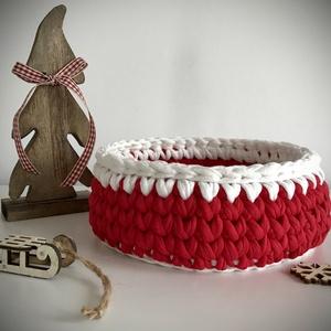 Horgolt tároló - Piros-fehér, Karácsony, Karácsonyi dekoráció, NoWaste, Textilek, Textil tároló, Otthon & lakás, Lakberendezés, Tárolóeszköz, Kosár, Horgolás, \nA kellemes, puha tapintású kosarak üde színfoltjai lehetnek otthonodnak, hogy kincseid, apróságaid ..., Meska