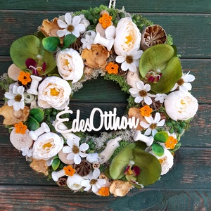 Orhidea- Orhideás ajtódísz , Otthon & lakás, Dekoráció, Lakberendezés, Ajtódísz, kopogtató, Koszorú, Virágkötés, Az ajtódísz 34 cm -es alapra készült. Zöld pillangó orhideával, krém színű boglárkákkal, fehér pilla..., Meska