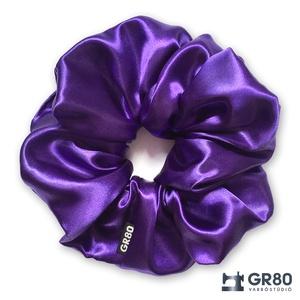 ÓRIÁS, lila selyem hajgumi (scrunchie) prémium minőségű, vastagabb szaténból. Átmérője kb. 16-17 cm, Ruha & Divat, Hajdísz & Hajcsat, Hajgumi, Varrás, Valami különlegeset keresel? Tűnj ki a tömegből GR80 hajgumival!\nSaját tervezésű, elegáns hajgumi, n..., Meska
